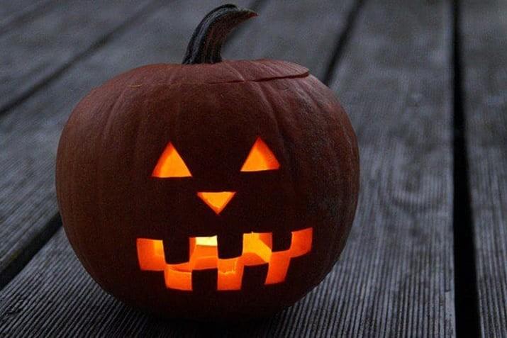 halloween-pumpkin-ideas 20+ Halloween Pumpkin Carving Ideas for Graphic Designers design tips
